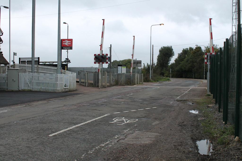 Img 5815 Ridgmont Rail Station Entrance And Level Crossing Flickr