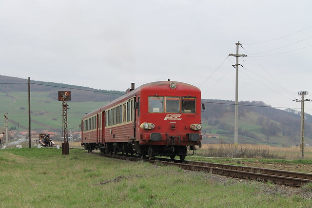 57-0358-2 (Regiotrans) te Lutita (Roemenië) op 8-4-2013.