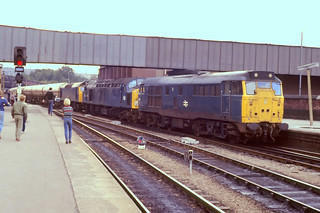 17-9-83 31 325 gives 40 104 and 25 307 a hand with the Ditton-Broughton Lane BOC tanks at Sheffield | by Barnsleyrailboy