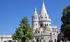 Die Fischerbastei ist ein neoromanisches Monument an der Stelle des mittelalterlichen Fischmarkts von Buda. Die Fischergilde hatte im Mittelalter diesen Abschnitt der Stadtmauer zu verteidigen. Die konischen Türme sollen an die Zelte der Magyaren erinnern