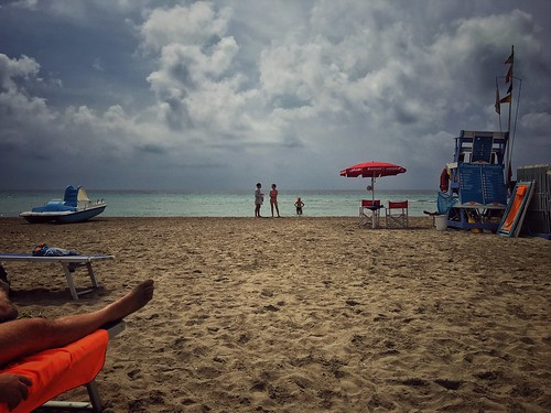 snapseed summer beach scene scenery clouds nubi nuvole spiaggia estate vacation vacanze sicilia sicily tonnarella tonnarelladimazara cloudy clouded endofsummer endofseason view sea seaside mare almare