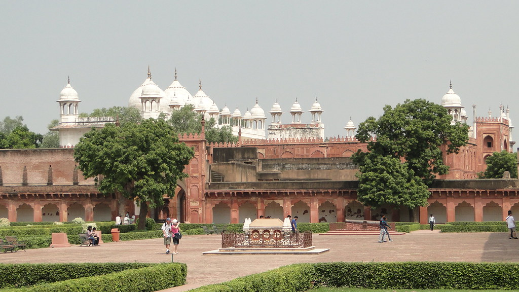 Diwan - I - Aam tourist places in Agra