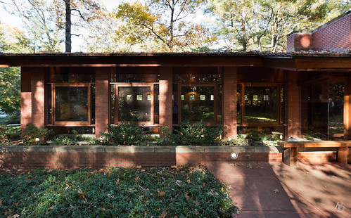 camera autumn house detail brick motif architecture square lens manchester us october exterior newengland newhampshire places historic franklloydwright architect residence usonian fllw usonianhouse usonia currierartmuseum ef1635mmf28liiusm curriermuseum canoneos5dmarkiii archdaily ©hassanbagheri ©hbarchitectural
