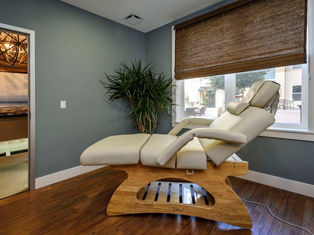 The Plaza - Esthetician / Massage Chair