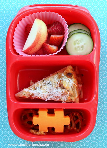 Bynto lunch for kindergarten - garlic chicken pizza & sides | by anotherlunch.com