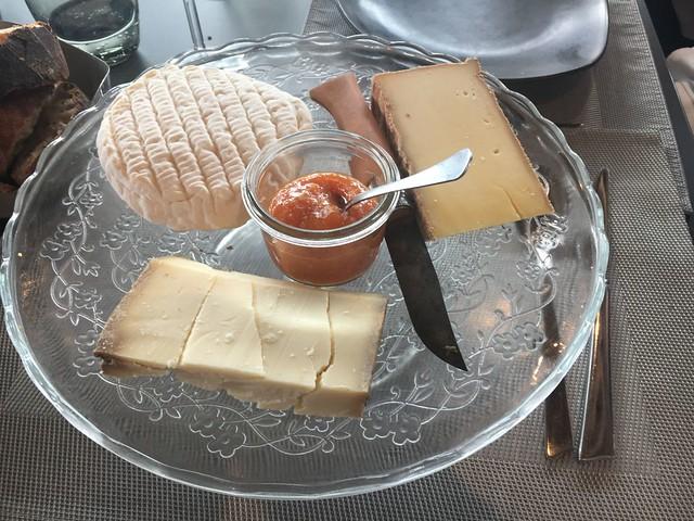 Plateau de fromages (Tomme Vaudoise, Vachering Fribourgeois et Gruyère caramel)
