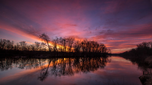 2018 march kevinpovenz westmichigan michigan grandriver grandravinesnorth water early morning sunrise reflection river red pink blue orange yellow canon7dmarkii sigma1020 tree cold morningsky