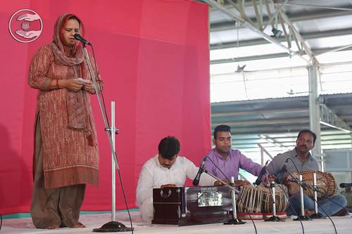 Devotional song by Sunita Chaudhary from Maujpur, Delhi