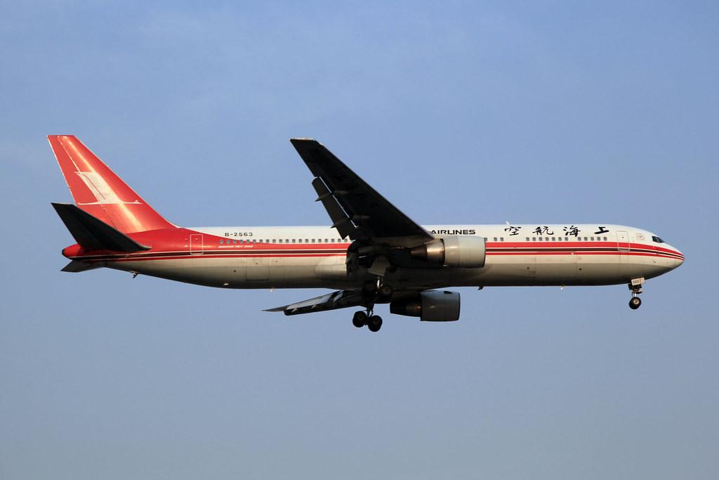 Shanghai Airlines Boeing 767-36D B-2563
