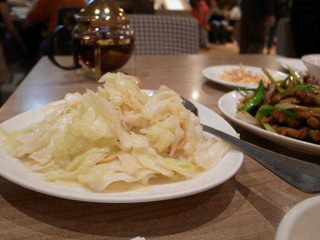 <p>e)季節の野菜炒めはキャベツ炒めだった~(笑)</p>