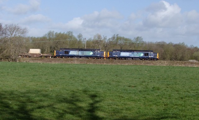 37607 & 37602 lead 6L70 at Bromeswell, enroute to Leiston