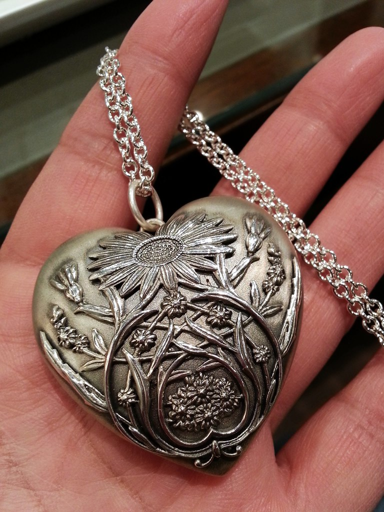222a1ae4223e Ziegfeld Collection large daisy locket in sterling silver on a chain