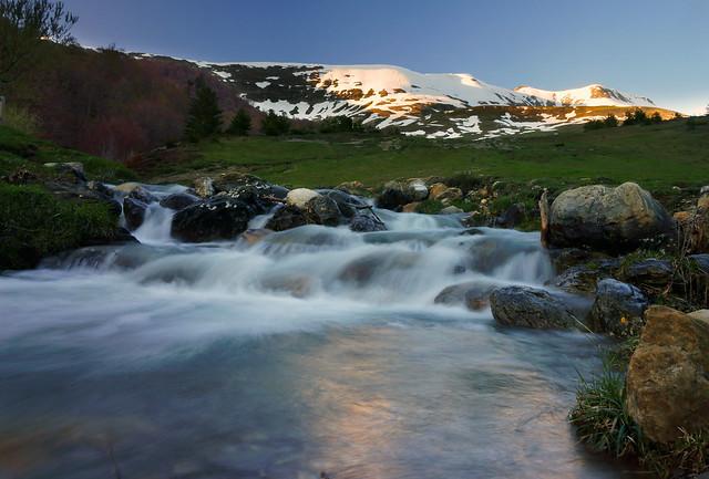 Un arroyo en los Pirineos