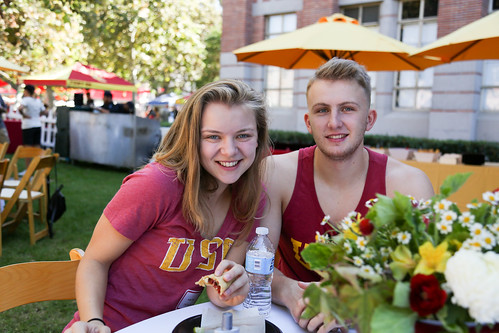 USC Kaufman dance majors, minors, and their families gather to tailgate on Trousdale.