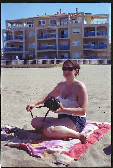 Spain 2016 - Retina Ib (018 Chrome Dot) - Lisa at the beach