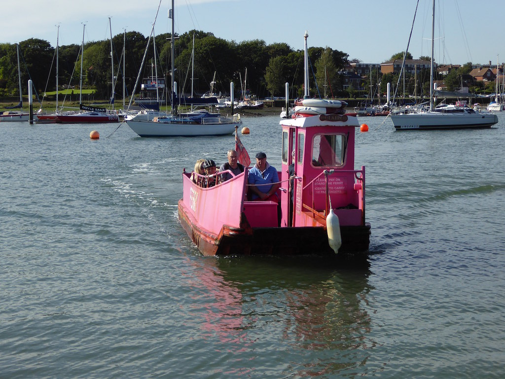 Hamble ferry Botley to Netley walk