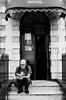 Marc Morgan devant l'entrée du Northumberland Hotel by pascal schyns