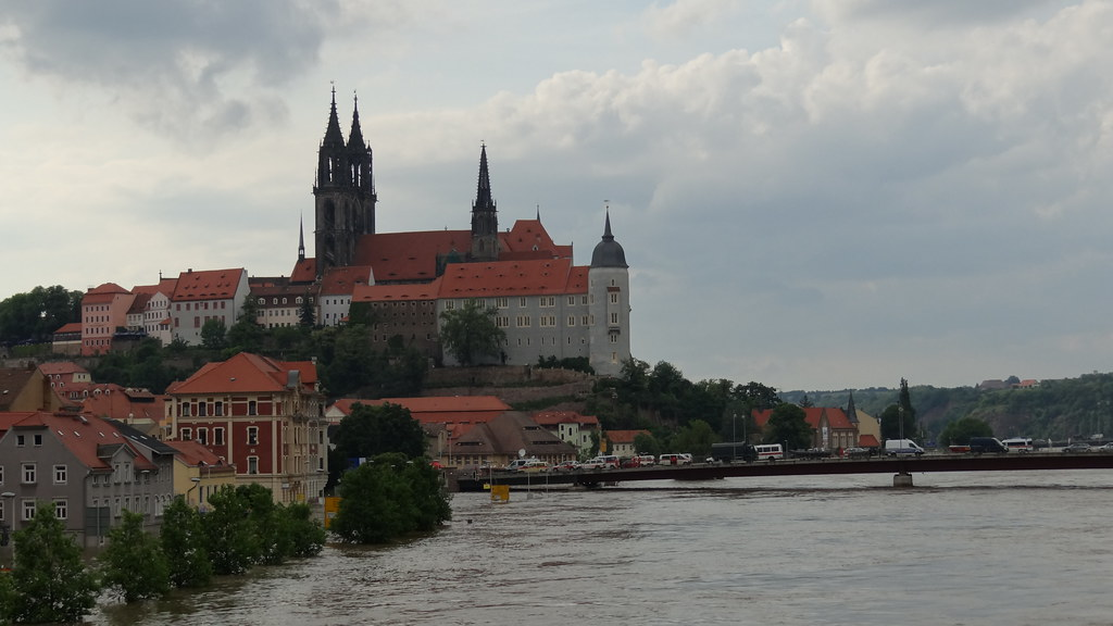 Hochwasser der Elbe mit der Albrechtsburg in Meissen, welches Tönen, welch Empfinden zieht durch das sächsische Land, nun erst werden die erhabnen Bilder der hohen Burg über der Elbe lebendig! Wie rührt, bewegt und ängstet die Klagebitte, sein frommer Gesang, wenn das bebende Auge oben den Flut der Elbe sieht sich zürnend erheben 139