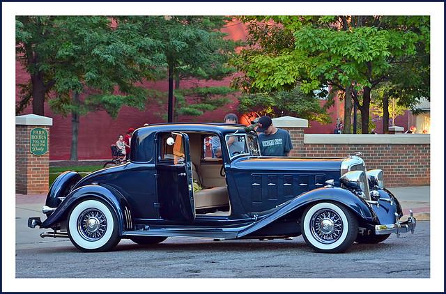 Restomod 1933 Chrysler Coupe - 6.1 Liter Hemi