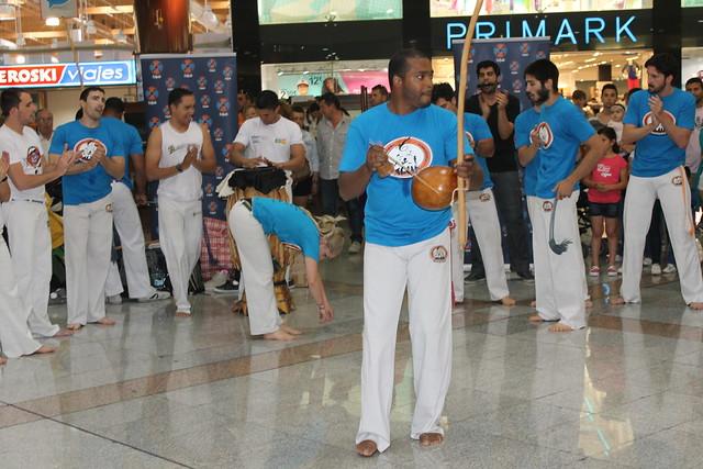 Exhibición de capoeira y batucada