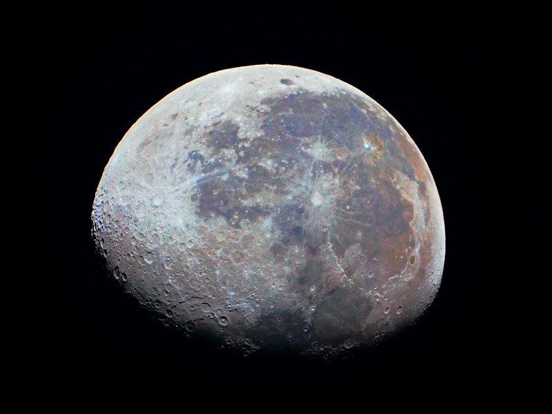 Farbiger Mond