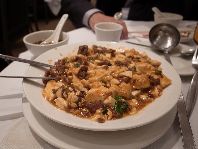 <p>g)マーボー豆腐</p>