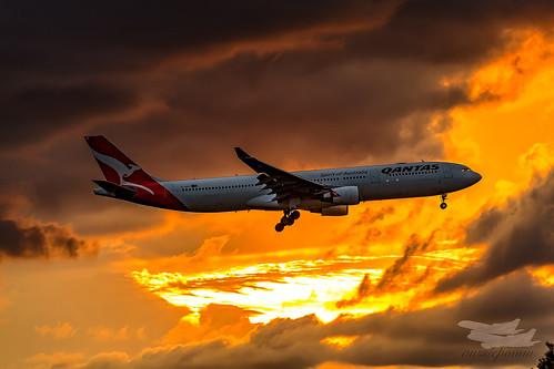 mascot newsouthwales australia au qantas qf airbus a333 syd yssy sydneyairport sunrise