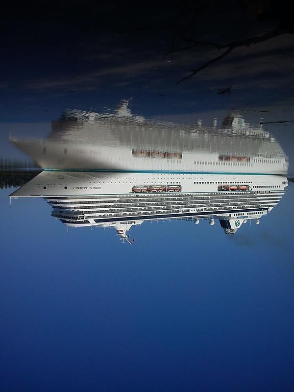Je suis à l'envers de la Garonne... - Crystal Serenity quittant Bordeaux - 27 mai 2012