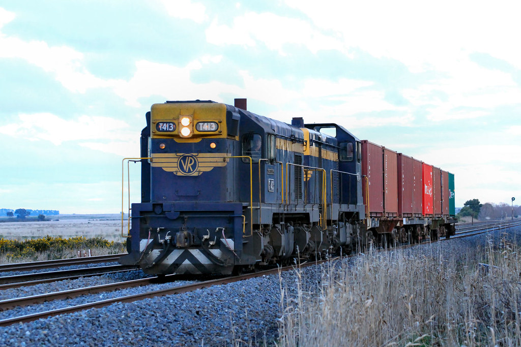 T413 T364 9371 Qube Tuition Train Wallan 14 07 2012 by Daven Walters