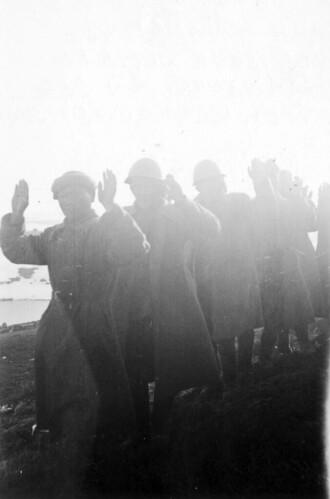 Russiske soldater ved Titowka overgir seg etter en tøff kamp