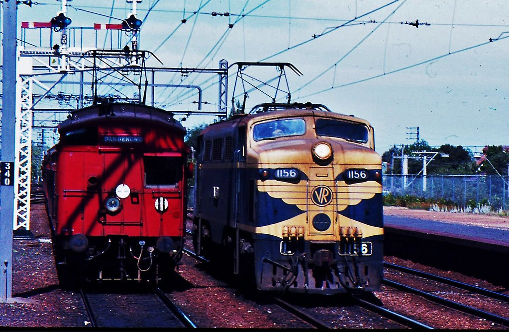 L1156 and Tait train at Caulifeld Victoria by Rodney S300
