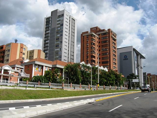 Acceso al sistema vial de la Cuatro Sur. Medellín, Antioquia