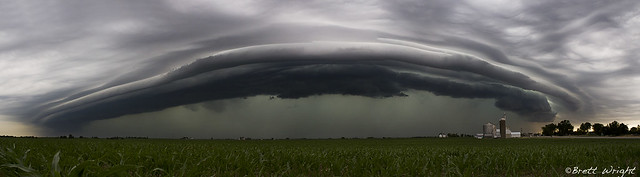 Incredible shelf cloud near Elburn, IL
