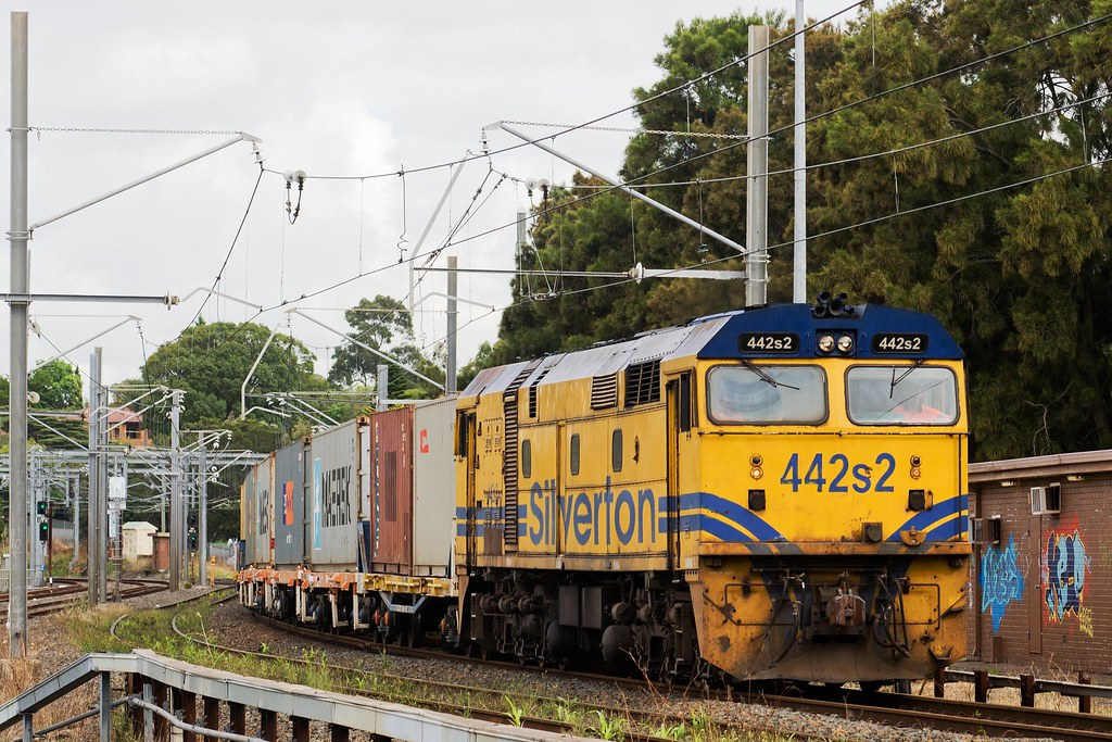 442s2 Passing Dulwich Hill by Trent