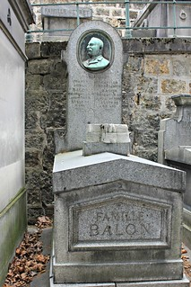 Tomb of Camille Constantin Balon (1856-1892) / Cameo Badge by Laure Coutan | by S. Ruehlow