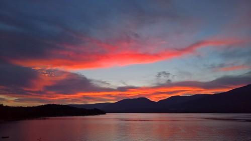lake lago lac shuswap canadá canada sunset puesta sol sun nube clouds himmel ciel cielo grilled sky pink red orange grey gris rosa rosé naranja lumia950xl lumia microsoft