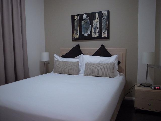 <p>f)bedroom</p>