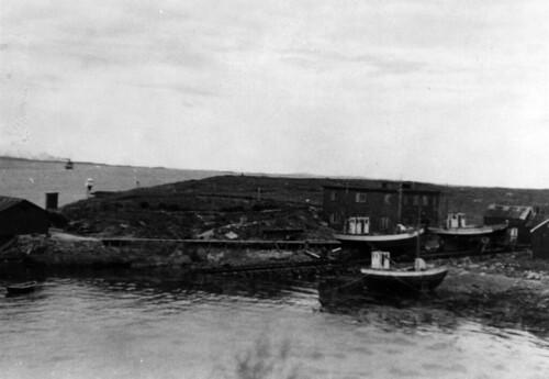 Verft på nordsiden av Brønnøysund - Kleine Werft am Nordende Brønnøysund