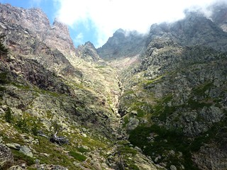 Partie supérieure du vallon du ruisseau de Bocca a Rossa (Capu Rossu, Bocca a Rossa, arête N du Tafunatu)