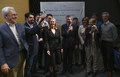 Carlos Totorika posa junto al resto de representantes galardonados con el sello ELoGE.
