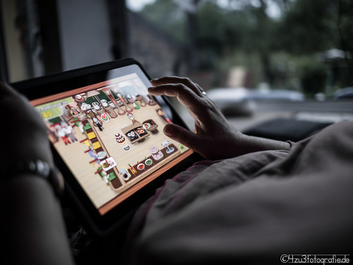 Playing with the iPad 11.05.2012 | by Silbersurfer