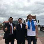 caravan-russia-ulan ube-square-thumbs up