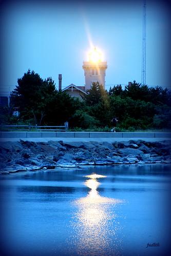 light lighthouse reflection water newjersey wildwood beacon herefordinletlighthouse