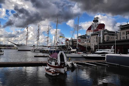 hamn boat marina lillabommen harbour gothenburg göteborg cityview port sweden barkenviking water europe läppstiftet city västragötalandslän sverige se
