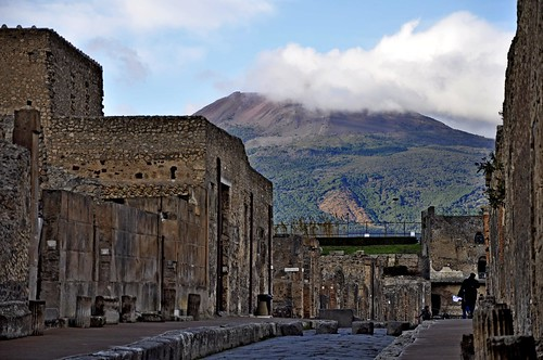 Pompeii; via di Mercurio with Mount Vesuvius | by RealCarlo