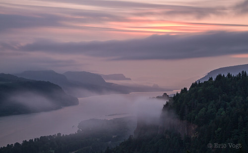longexposure summer clouds oregon sunrise purple unitedstates magenta columbiarivergorge corbett vistahouse scenichighway columbiarivergorgescenichighway