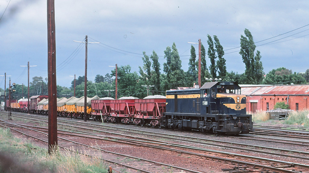 VR_BOX001S18 - T409 at Castlemaine by michaelgreenhill