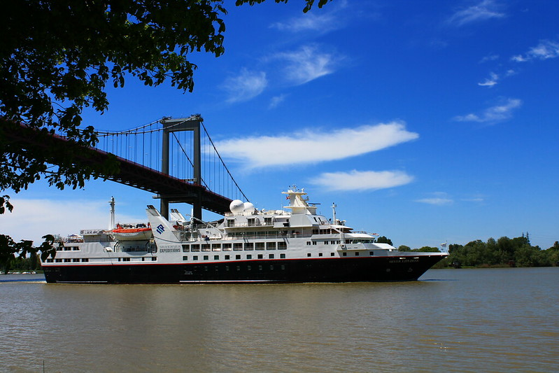 Pont d'Aquitaine - Appareillage du Paquebot Silver Explorer de Bordeaux - 13 mai 2012
