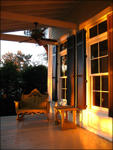 usa window sunrise earlymorning southcarolina veranda porch rockingchair verandah philscamera lowcountry bluffton palmettobluff goldensunlight philandlucysotherplace