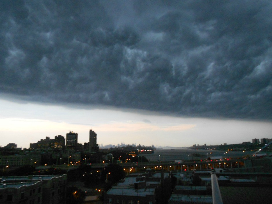 storm moves into NYC...Ghostbusters 3?